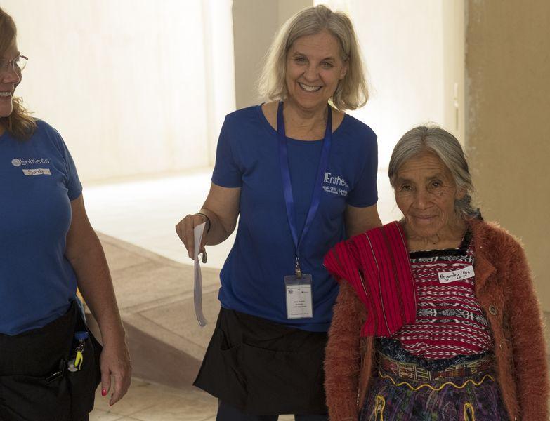 Hospital de la Familia Foundation docs with patient