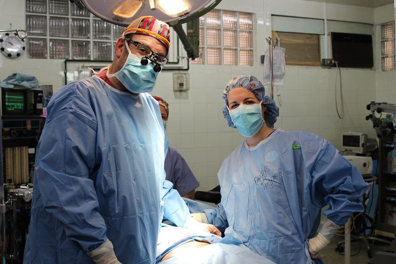 Hospital de la Familia Foundation doc volunteers in scrubs