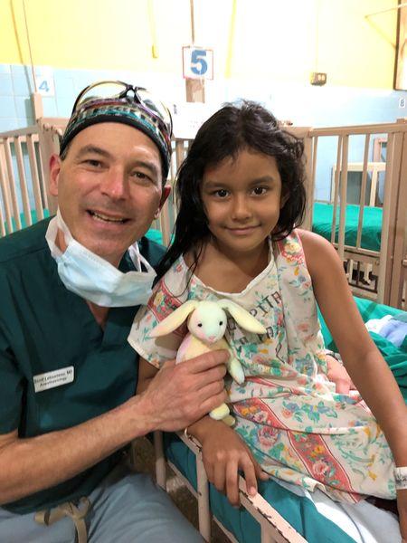 Hospital de la Familia Foundation docwith patient