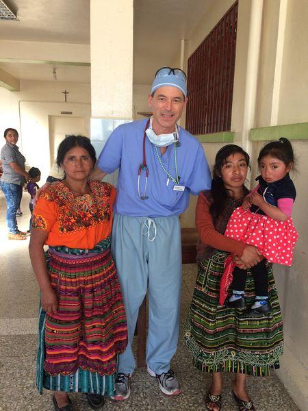 Hospital de la Familia Foundation doc with patients