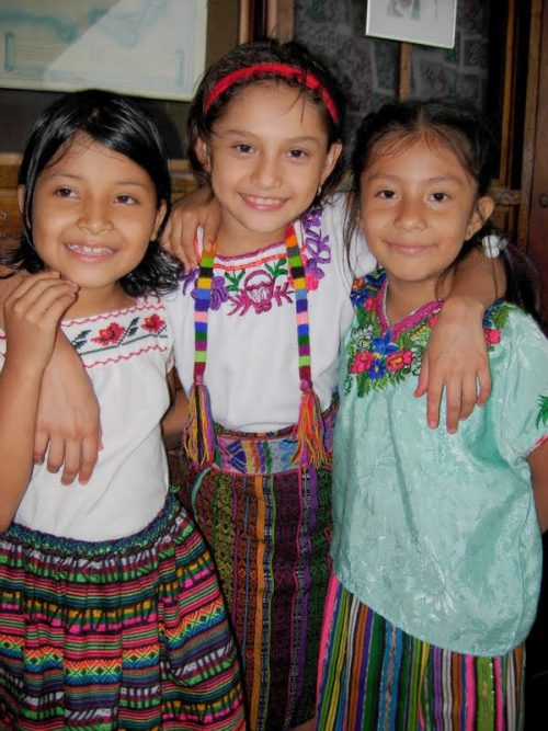 Hospital de la Familia Foundation three girls